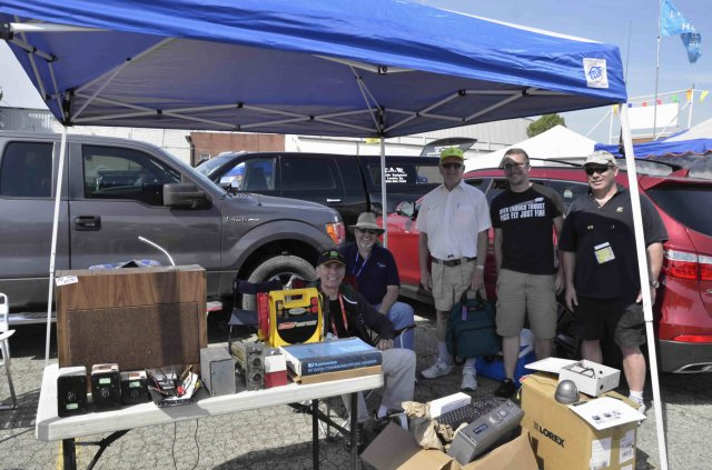 Fort Wayne Radio Club members at the 2015 Dayton Hamvention