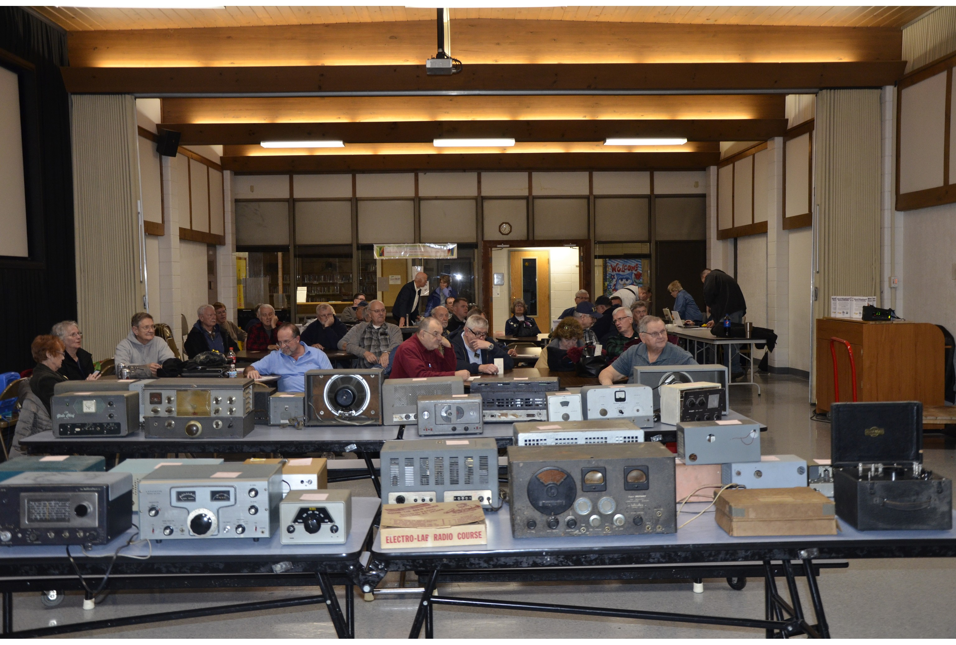 Fort Wayne Radio Club auctions gear at its Feb. 2019 meeting